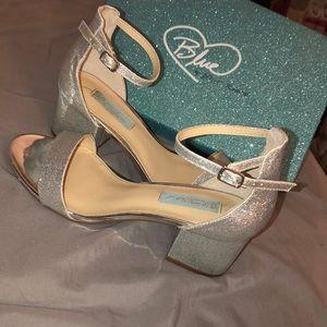 Super glittery, low high heels